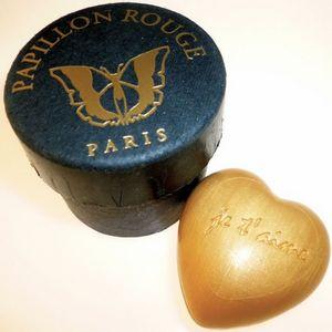 CITIZEN BIO - coeur en savon gravé - je t'aime - contenant de l - Savon