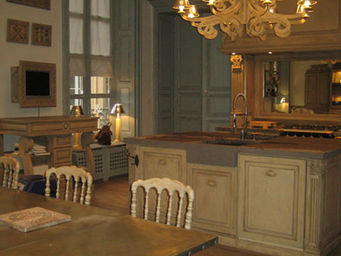 Luc Perron Creation - sur mesure plan de travail pierre de volvic - Cuisine Traditionelle