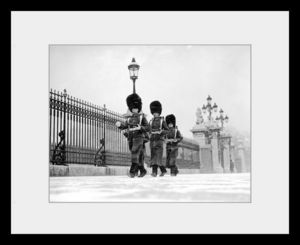 PHOTOBAY - coldstream guards outside buckingham palace - Photographie