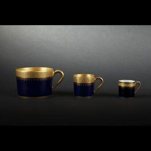 Expertissim - limoges. service en porcelaine bleu de four et or - Service De Table