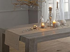 BLANC CERISE - chemin de table - lin d�perlant - uni, brod� - Chemin De Table