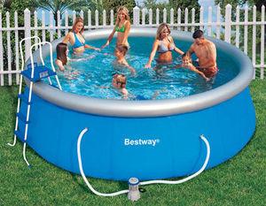 Bestway - piscine autoportante avec pompe filtre et echelle  - Piscine Gonflable