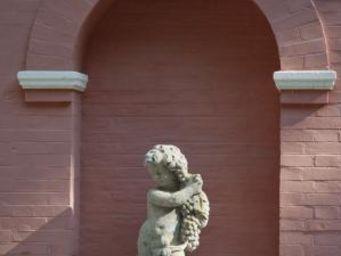 TERRES D'ALBINE - putti raisin - Statue