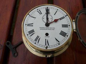 La Timonerie Antiquit�s marine - pendule m�canique marine thomas mercer ltd - Pendule Murale