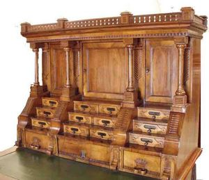 ANTICUARIUM - european desk - Bureau De Direction
