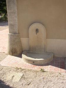 Marbrerie Rouillon - lave-pied en pierre - Fontaine Murale D'extérieur