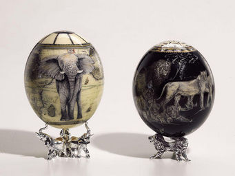 Greggio - ostrich egg with sterling base - elephant - Oeuf D�coratif