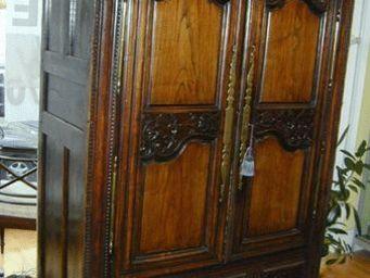 ANTIQUITES PHYLLIS FRIEDMAN - armoire bretonne du xviiie en noisetier - Armoire À Portes Battantes