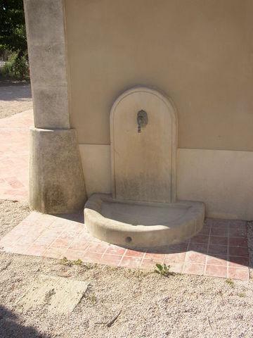 lave pied en pierre fontaine murale d 39 ext rieur marbrerie. Black Bedroom Furniture Sets. Home Design Ideas