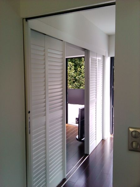 porte persienne porte coulissante jasno shutters. Black Bedroom Furniture Sets. Home Design Ideas