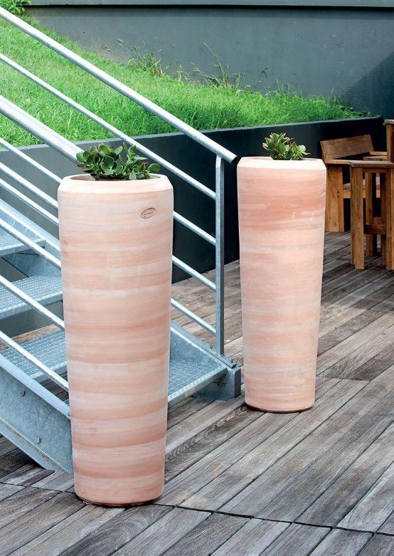 Vase tube lisse pot de jardin pastel terre cuite poterie goicoechea - Decoration jardin exterieur poterie ...