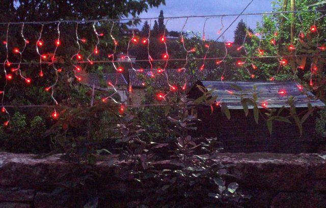 FEERIE SOLAIRE - Guirlande lumineuse-FEERIE SOLAIRE-Guirlande solaire rideau 80 leds rouges 3m80