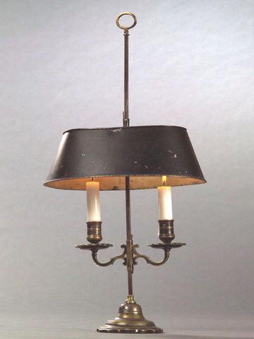 Bauermeister Antiquités - Expertise - Lampe bouillotte-Bauermeister Antiquités - Expertise-Flambeau couvert à deux bras de lumière
