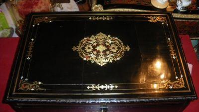 Art & Antiques - Coffret � cachemire-Art & Antiques-Coffret � cachemire en acajou noirci et d�cor de m
