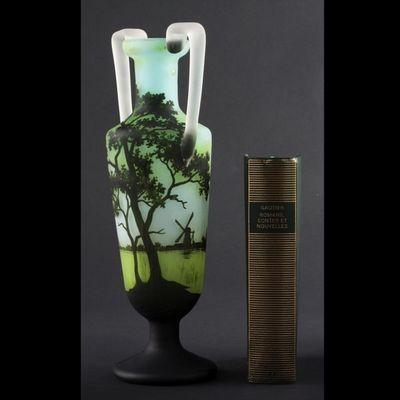 Expertissim - Vase d�coratif-Expertissim-Vase en forme d'amphore sur pi�douche
