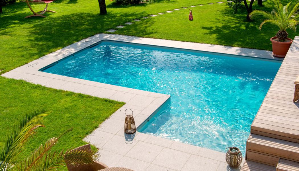 Aquilus Piscines Conventional pool Swimming pools Swimming pools and Spa Garden-Pool | Design Contemporary