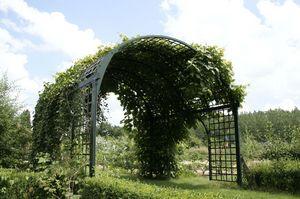 Larbaletier Garden arch