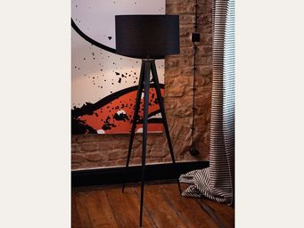 Beliani Trivet floor lamp