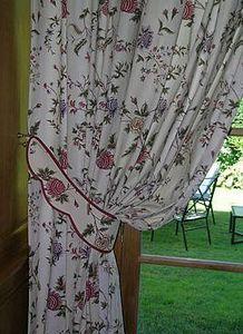 ADEQUAT-TIssUS -  - Hooked Curtain