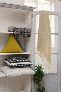 RAINE & HUMBLE -  - Square Cushion