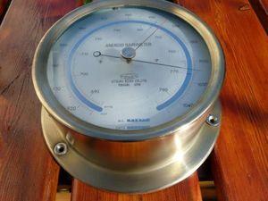 La Timonerie Antiquités marine -  - Barometer