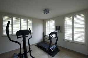 DECO SHUTTERS - shutters en peuplier massif - Interior Blind