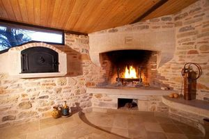 Occitanie Pierres -  - Corner Fireplace With Door