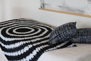 UNUM - lomé noir - Quilted Blanket