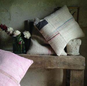 Cote Pierre -  - Square Cushion
