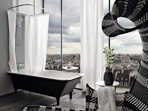 Freestanding bathtub with feet