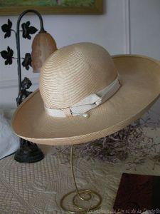 Maison du Lin et de la Dentelle (linge-ancien.com) -  - Hat