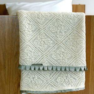 Maison Gabrielle Lemaitre - dentelle de laine - Cot Blanket