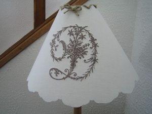 Le Rêve d'Aglaée - flot grecque monogramme victorian - Embroidered Lampshade