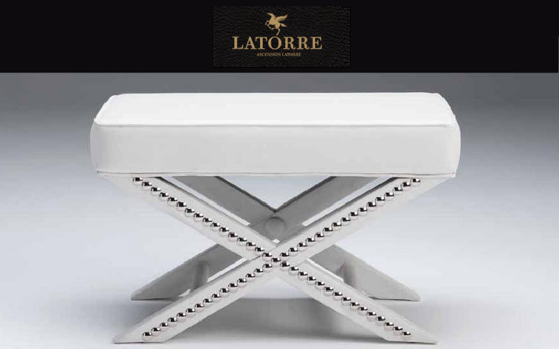 Ascension Latorre Schemel in X-Form Schemel und Beinauflage Sitze & Sofas  |