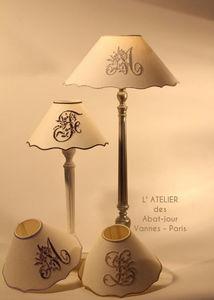 L'ATELIER DES ABAT-JOUR - festonné lin brodé - Konischer Lampenschirm