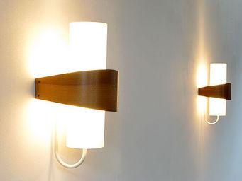 FURNITURE-LOVE.COM - pair of modern philips wall lights -