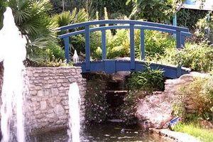 Lucien Fevriero - en bois - Garten Brücke