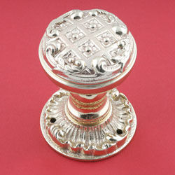 Brassart - louis xv decorative door knob on latchplate. - Türknauf