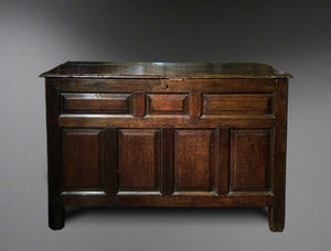 COUNTRY ANTIQUES -  - Truhe