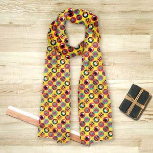 la Magie dans l'Image - foulard héros pattern jaune - Vierecktuch