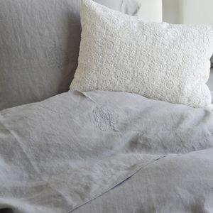 MAISON D'ETE - drap plat lin stone washed gris clair avec monogra - Bettlaken