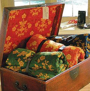 Nouveau Fabrics -  - Kofferschrank