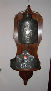 Jacque's Antiques -  - Wandbrunnen