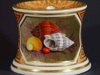 EARLE D VANDEKAR OF KNIGHTSBRIDGE - a flight & barr worcester sea shell decorated inkw - Tintenfass