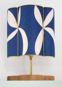 Sarah Walker Artshades - applique half shade - Tischlampen