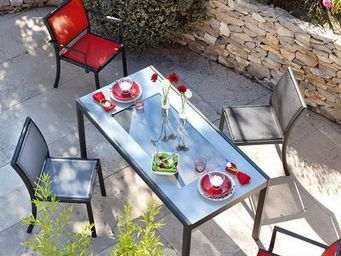 CARESE - Couleurs - Mesa De Jard�n