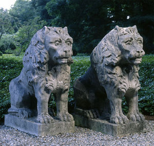 BARBARA ISRAEL GARDEN ANTIQUES - carved limestone lions - Escultura De Animal