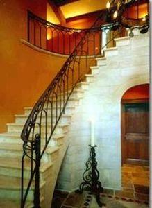 Bourgondisch Kruis -  - Escalera Con Tramo Curvo