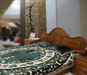 PASSION HOMES BY SARLA ANTIQUES - bed cover in silk velvet - Cubrecama
