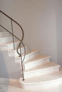 Marbres et Tendances -  - Escalera Con Tramo Curvo